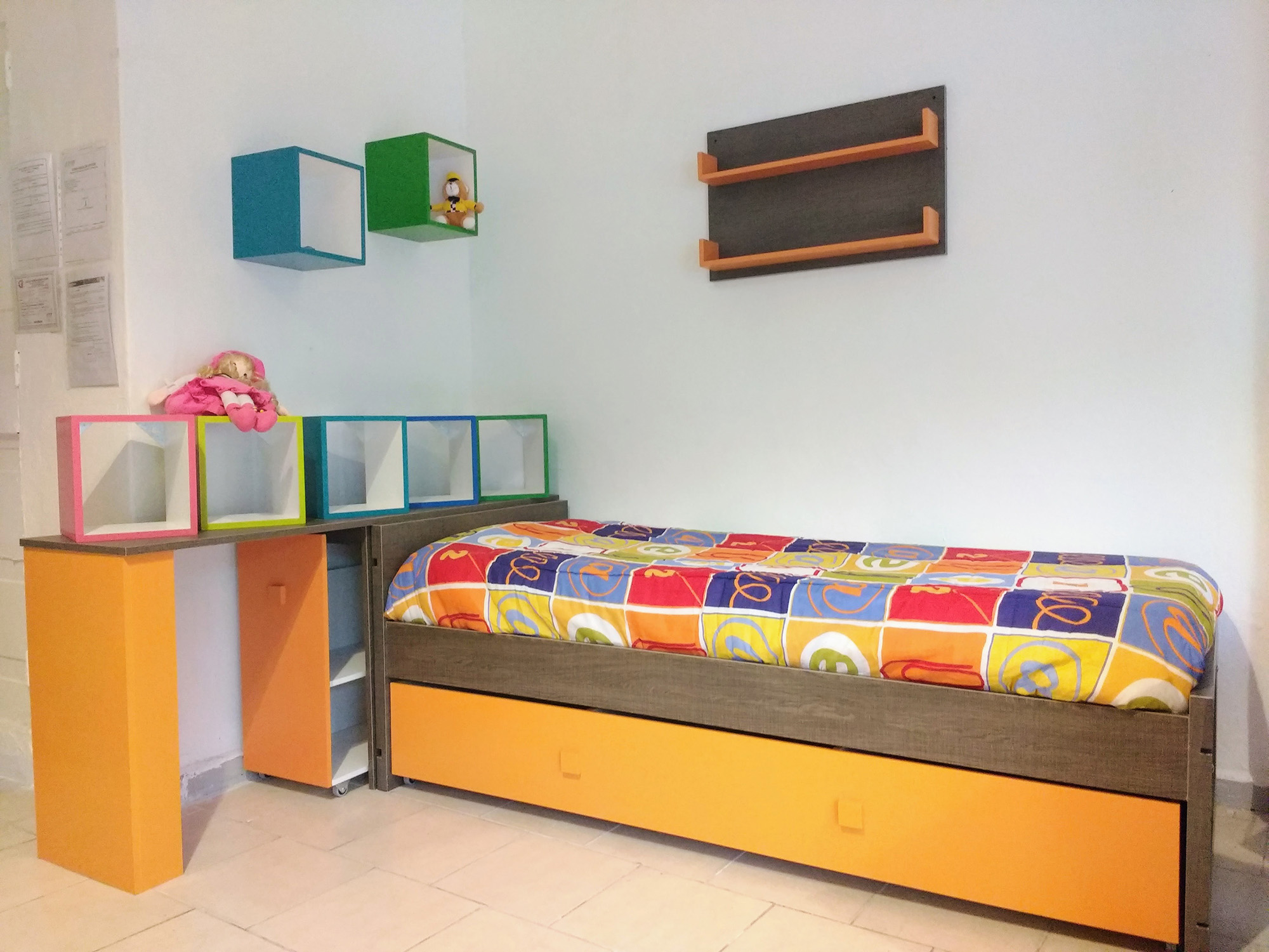 Kinder Mobel Cama Simple con Escritorio